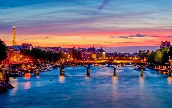 Picture of a sunset in Paris taken from the River Seine